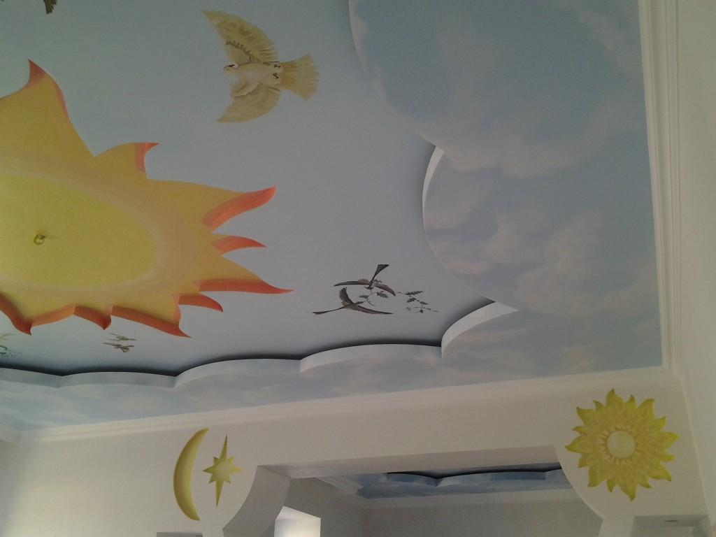 Художественная роспись красками по потолку и стене