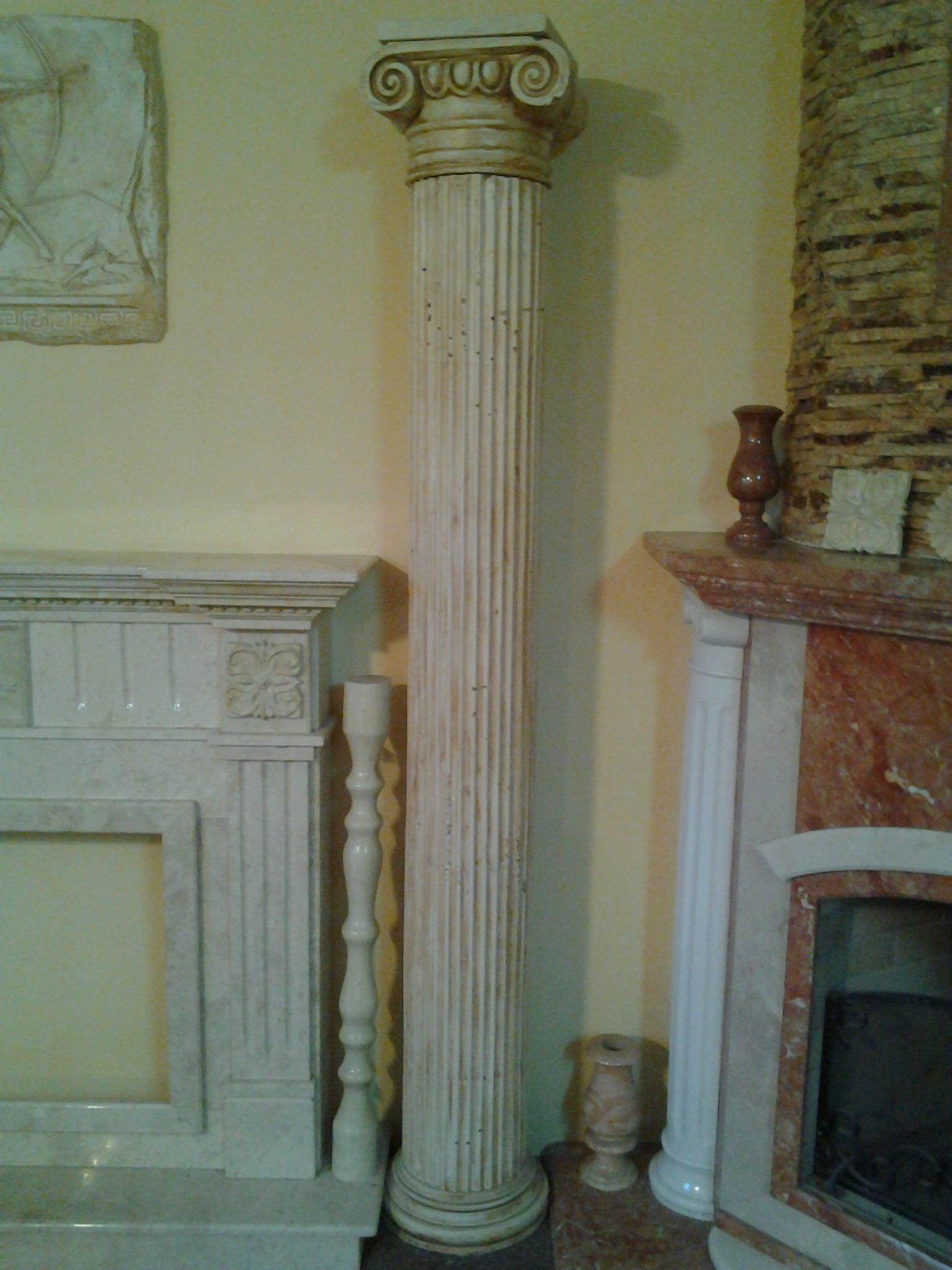 колонна из мрамора