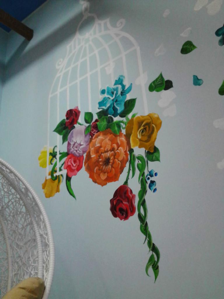 Нарисовать дома на стене квартиры